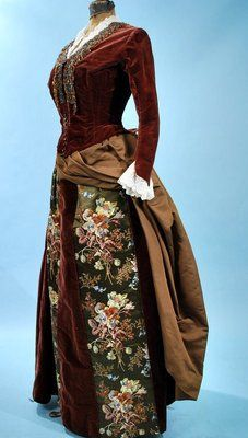 1880 Opulent Velvet/Satin/Embroidered Bustle Gown via Museum Deaccession 1880s Fashion, Edwardian Fashion, Vintage Fashion, Antique Clothing, Historical Clothing, Vintage Gowns, Vintage Outfits, Charles Frederick Worth, Victorian Costume