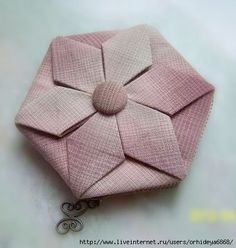 Hexagon Flower Coin Purse and Bag Origami Quilt, Origami Bag, Oragami, Clothing Store Displays, Iris Folding, Handmade Purses, Bag Patterns To Sew, Knitted Bags, Square Quilt