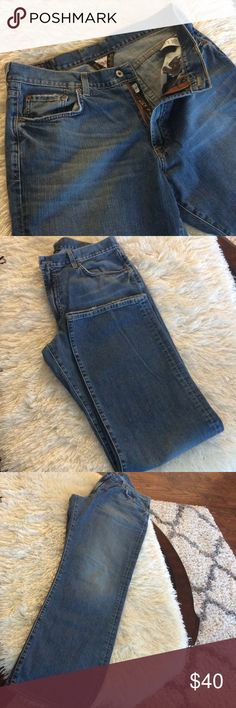 """🍀Distressed Lucky  Brand men's bootleg jeans🍀 Preowned in very good condition, long inseam 34"""", waist measures laying down 18"""" Lucky Brand Jeans Bootcut"""
