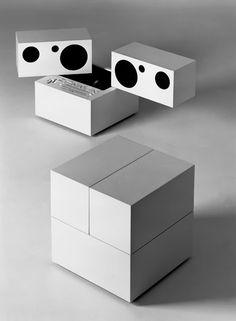 design-is-fine:  Mario Bellini, Brionvega Totem, RR130 HiFi set, 1970. Italy. Photo: Alberto Fioravanti. Review Domus 494, 1971.Source