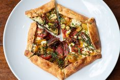 At Rt, Tomato Pie, Heirloom Tomatoes, Spanakopita, Southern Recipes, Wine Recipes, Vegetable Pizza, Food Photography, Food And Drink