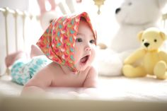 If you're the parent of a newborn baby, you may be wondering when and how to help your baby transition from a bassinet or basket to a crib. Check out these seven hacks to effectively get your baby to transition to crib without too much struggle. The Babys, Erwarten Baby, Baby Sleep, Baby Newborn, Newborn Care, Baby Jogger Stroller, Baby Strollers, Transition To Crib, Funny Babies