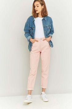 ¡Desempolva esos coloridos jeans que tienes en tu clóset y aprende a sacarles provecho esta temporada!