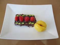 Gino D'Aquino  /Fragole  e  cioccolato  pesca cotta  nello sciroppo piena di pistacchio di  Bronte     /Gino D'Aquino