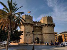 Torres de Serranos #valencia #spain  . . . . . #visitspain #visitvalencia #vivaespaña #españa #espana #ig_europa #picoftheday #photography #travelphotography #travel #traveling #vacation #visiting #instatravel #instago #instagood #trip #holiday #photooftheday #fun #travelling #tourism #tourist #instapassport #instatraveling #mytravelgram #travelgram #travelingram