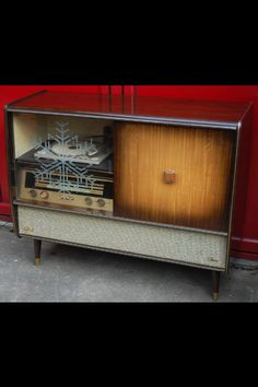 Vintage record player / drinks cabinet, love this!!