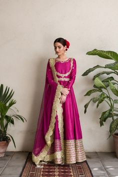 wear Marathi wear Patterns You are in the right place about we. Beautiful Pakistani Dresses, Pakistani Formal Dresses, Indian Gowns Dresses, Indian Fashion Dresses, Pakistani Dress Design, Indian Designer Outfits, Shadi Dresses, Pakistani Fashion Party Wear, Pakistani Wedding Outfits
