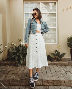 Want to look trendy and casual this autumn? Get inspired by these stylish fall outfits. Want to look trendy and casual this autumn? Street Style Outfits, Mode Outfits, Fashion Outfits, School Outfits, Sneakers Fashion, Fashion Ideas, Teenager Fashion Trends, Casual Dresses, Casual Outfits