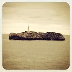 Isla de Mouro en la Bahía de Santander #islands #islas #faros #lighthouses #monocromático #sea #Cantabria #sepia
