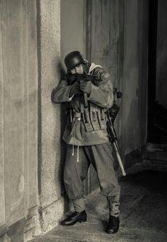 Gefreiter Wehrmacht mit STG44 Villa Arconati - Normandie 44 ww2