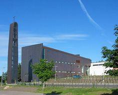 Klaukkalan kirkko vihittiin käyttöön ensimmäisenä adventtisunnuntaina 2004.