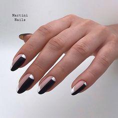 Nail art Christmas - the festive spirit on the nails. Over 70 creative ideas and tutorials - My Nails Black Nail Designs, Nail Art Designs, Nail Art Vernis, Martini Nails, Acrylic Nail Shapes, Geometric Nail, Stylish Nails, Nagel Gel, Almond Nails