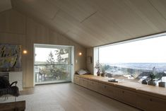 """Linnebo Residence is a single family wooden house designed by Oslo-based Schjelderup Trondahl Arkitekter. Single family house """"on top of Oslo Wooden Architecture, Interior Architecture, Architecture Wallpaper, Architecture Panel, Architecture Portfolio, Oslo, Norwegian House, Wooden House Design, Clad Home"""