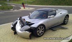 Tesla Roadster crashed in Louvain-la-Neuve, Belgium