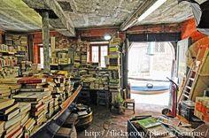 A una librería de viejo semejante a ésta, fueron a parar los libros donde se ocultaban estas cartas de amor.