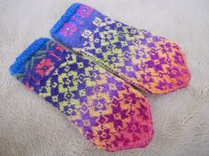 Ravelry: lacesockslupins' Two Green Thumbs, Convertible Mittens