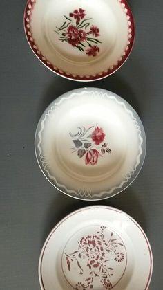 Une fleur, 3 époques, 3 styles : mignardises et marinette de Digoin et oeillet de Lunéville