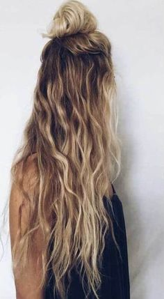When waves are not enough, you can catch some attention by putting a half bun on the top of your head. Seems practical and beautiful, right? #wavyhair #hairstyle