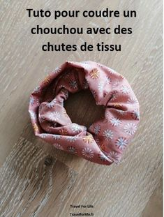 Tuto facile pour coudre un chouchou avec vos chutes | Travel & Life Coin Couture, Diy Headband, Crochet, Sewing, Fabric, Turban, Chiffon, Animation, Presents