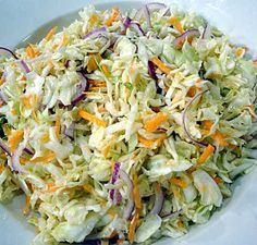 Ensalada de Repollo Ingredientes: - 1 repollo - 2 ajies - 3 zanahorias - 2 latas de maiz - 1 cucharada de salsa de tomate - 1 cucharada de mostaza - 6 cucharadas de mayonesa - pimienta - sal Healthy Recepies, Healthy Eating Recipes, Veggie Recipes, Mexican Food Recipes, Salad Recipes, Vegetarian Recipes, Cooking Recipes, Good Food, Yummy Food