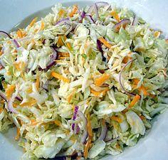 Ensalada de Repollo Ingredientes: - 1 repollo - 2 ajies - 3 zanahorias - 2 latas de maiz - 1 cucharada de salsa de tomate - 1 cucharada de mostaza - 6 cucharadas de mayonesa - pimienta - sal