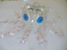 Piccoli animali con il riciclo creativo bottiglie di plastica