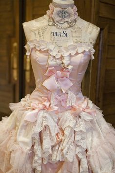 lace & pink   All those bows!! It's a feminine   smorgasbord of bliss!