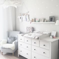 Kinderzimmer Ikea Hemnes Wickeltisch You are in the right place about baby room decor bear Here we offer you the most beautiful pictures about the … Baby Bedroom, Baby Boy Rooms, Baby Room Decor, Baby Boy Nurseries, Kids Bedroom, Baby Wallpaper, Room Wallpaper, Wallpaper Ideas, Neutral Wallpaper