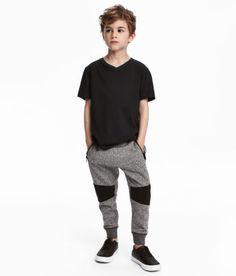 Browse our range of boys 18 for boys, age 18m - 10y. You will always find the latest trends and styles at H&M. Shop online or visit your local H&M store. Kids Fashion Boy, Sport Fashion, Teen Fashion, Fashion Outfits, Tween Boy Outfits, Teenager Outfits, School Outfits, Shoes Without Socks, Boys Pants