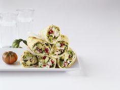 Crêpes mit Gemüsefüllung aus Avocado, Radieschen & Kohlrabi | Kalorien: 390 Kcal - Zeit: 45 Min. | http://eatsmarter.de/rezepte/crepes-mit-gemuesefuellung-0