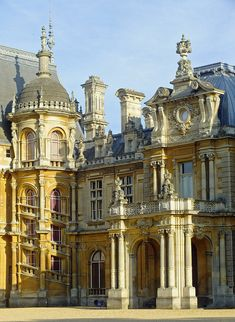 Waddesdon Manor, Buckinghamshire, Renaissance-style chateau, built by Baron Ferdinand de Rothschild. Photo by Andy Latt