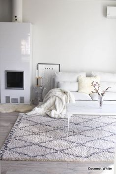 All white minimalist living room with lots of textures Living Room White, White Rooms, Living Room Interior, Home Living Room, Living Room Decor, Scandinavian Interior Design, Scandinavian Style, Living Room Inspiration, Home Decor Inspiration