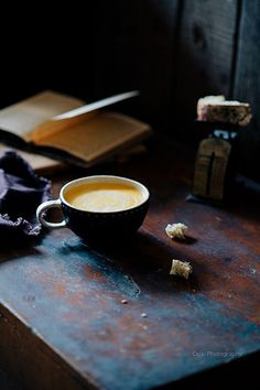 Vintage inspiration: a well styled desk should always include a cup of coffee! Espresso Coffee, Coffee Cafe, My Coffee, Coffee Drinks, Coffee Shop, Cream Of Pumpkin Soup, Bulletproof Coffee, Coffee Photography, Coffee And Books