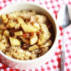 Apple Cinnamon Quinoa This actually sounds delicious. Plus I've tried quinoa and it tastes like a mixture of oatmeal and cream of wheat. Plus it's considered some sort of super food, or so I hear. Apple Breakfast, Quinoa Breakfast, Fall Breakfast, 21 Day Fix, Superfood, Brunch Recipes, Breakfast Recipes, Real Food Recipes, Yummy Food