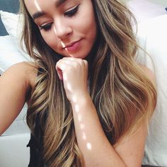 """{Sierra furtado} """"hi, I'm Sierra Foster. I'm 19 and uh, single. I have one child. He's a year old. My fiancé left me when he found out I was pregnant. I can't continue with life. Anyway..two siblings..introduce?"""""""