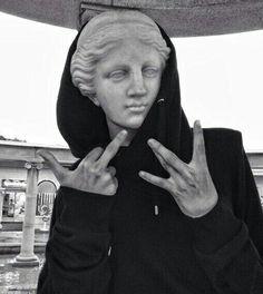 vaporwave sculpture grunge, black, and statue Bild Vaporwave, Jandy Nelson, Mona Lisa, Olympians, Oeuvre D'art, Poses, Teen, Sculpture, Mood
