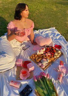 Picnic Date Food, Picnic Time, Picnic Foods, Summer Picnic, Picnic Ideas, Summer Aesthetic, Aesthetic Food, Aesthetic Girl, Aesthetic Outfit