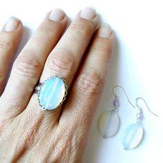 "Now available in my shop... Maintenant en boutique... Parure ""Opaline"", métal argenté - 11€. Copyright Sergent Mémère Créations ( c ), reproduction interdite, même partielle, merci ! ☺  #sergentmemere #sergentmemerecréations #bijoufaitmain #homemadejewelry #handmadejewelry #madeinfrance #pieceunique #mermaid #sirene #opale #opal #opalescent #opaline #laiteux #milky #ooak #ooakjewelry"