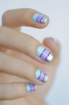Uñas azul, lila y plateado