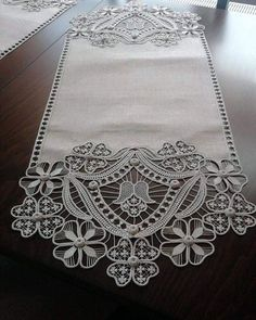 This post was discovered by Yusuf Aksoy. Discover (and save!) your own Posts on Unirazi.English - Diy And CraftI don't know who made this or even how it's done, but it was so beautiful I had to pin it for you to see! Hardanger Embroidery, Lace Embroidery, Embroidery Stitches, Embroidery Patterns, Filet Crochet, Irish Crochet, Crochet Doilies, Crochet Lace, Lace Patterns