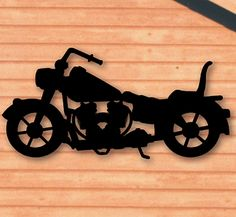 Motorcycle Shadow Woodcrafting Pattern Make this unique motorcycle silhouette from plywood to display in your yard or on a building. #diy #woodcraftpatterns