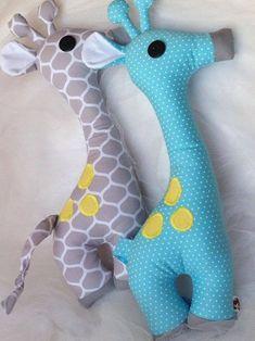 no pattern giraffe Cute Pillows, Baby Pillows, Kids Pillows, Animal Pillows, Sewing Stuffed Animals, Stuffed Animal Patterns, Baby Sewing Projects, Sewing For Kids, Sewing Ideas