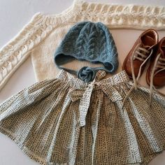 Knitted sweater and dotted skirt. I adore boyish ankle boots on girls, so cool. Little Girl Fashion, My Little Girl, My Baby Girl, Kids Fashion, Knitting For Kids, Baby Knitting, Kids Outfits, Cute Outfits, Baby Outfits