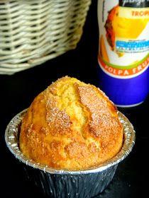 RAPA TACHOS: MADALENAS DE LARANJA Baking Recipes, Cake Recipes, Dessert Recipes, Cake Pops, Cupcakes, Brazilian Dishes, Biscuits, Portuguese Recipes, Sweet Bread