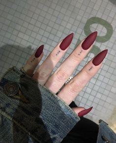 Cute Acrylic Nails 842595411519532544 - 36 Romantic Red Acrylic Nail Art 2019 Nobel aussehen – Today Pin 36 Nail Art Acrylique Rouge Romantique 2019 Nobel Aussehen – – Source by inorahtraurstun Almond Acrylic Nails, Acrylic Nail Art, Acrylic Nail Designs, Nail Art Designs, Nails Design, Almond Nails, Hair And Nails, My Nails, Red Tip Nails