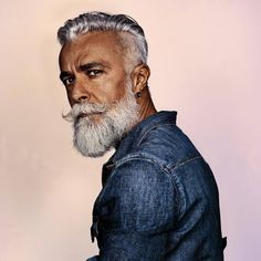 15 pictures of older men hairstyles Smart Hairstyles, Older Mens Hairstyles, Side Swept Hairstyles, Faded Beard Styles, Hair And Beard Styles, Mel Gibson, Old Men With Tattoos, Old Man Pictures, Medium Length Wavy Hair