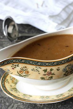 How to: Make Turkey Gravy...Recipe & Troubleshooting | cookincanuck.com #Thanksgiving