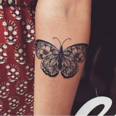 65 Ideas Vintage Art Tattoo Butterfly Print For 2019 Vintage Butterfly Tattoo, Butterfly Mandala Tattoo, Black Butterfly Tattoo, Butterfly Tattoo Designs, Tattoo Vintage, Butterfly Print, Butterfly Tattoo Meaning, Simple Butterfly, Monarch Butterfly