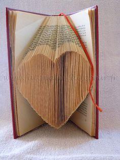 Livres pliés : différents patrons et tutoriels de Faitmain-Faitcoeur. Voir aussi sa boutique de patrons (gratuits) ici : http://shop.faitmain-faitcoeur.fr/fr/7-gratuit