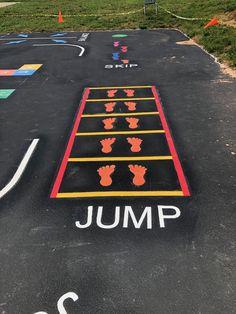 Physical Activities For Kids, Motor Skills Activities, Preschool Learning Activities, Kindergarten Learning, Kids Outdoor Playground, Preschool Playground, Preschool Decor, Playground Painting, Sensory Pathways